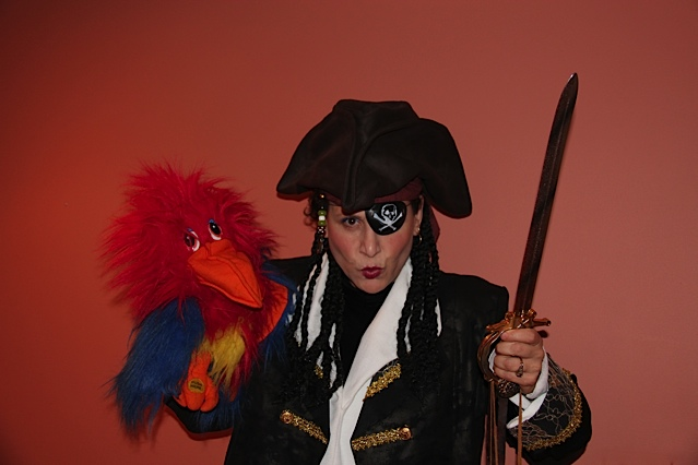 Children's Pirate adventure show NJ, professional musician and singer performs pirate themed kids show, singing pirate parrot puppet, pirate maps, treasure hunt with souvenirs, singing, dancing, pirate tattoos, pirate balloons, NJ children's pirate birthday party