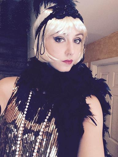 1920's Gatsby Girl actress and trained singer, hire Gatsby Girl singer for singing telegram in NJ, Gatsby Girl actress singer for flapper for 1920's type parties or corporae events, sings jazz belt songs from the 20's, can optionally include Candy Tray with vintage candies, candy cigarettes and cigars