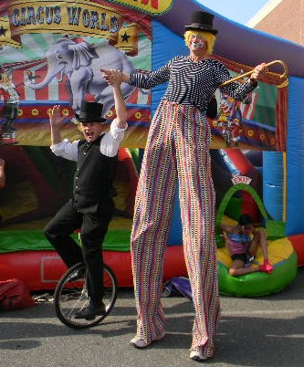 Unicycler & Stilt Walker- circus clwon perfomers formerly of stage, Ringling Brothers barnum & Bailey Circus, and the Gretest Show on Earth, top variety entertainers perform strolling magic, juggling, balancing act, and balloon sculptures, carnival theme parties NJ