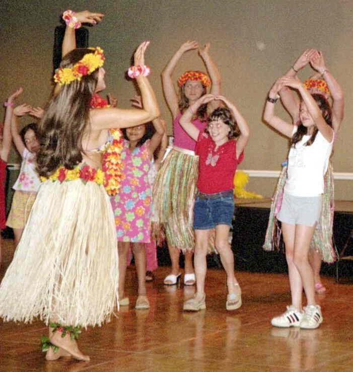 Kid's Hula SHow for children's luau birthday parties in New Jersey, kids hula dancer show includes professionalHula Dancer in authentic Hawiian hula costume with poi props, she perform a hula dance show, tells the sotry of the Hawaiian dance movements, teaches the kids a hula dance hooky lua routine, plays a limbo game, and applies Hawaiian tattoos, birthday child receives a Hawaiian souvenir, afforadable and lots of fun, Kids Hula Show for Hwaiian theme birthday parties NJ