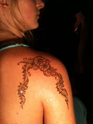 Henna Tattoo Artist- special safe formulation of organic plant henna, the best henna tattoos and body art in New Jersey, professional Artist applies henna or glitter tattoos, hundreds of designs available
