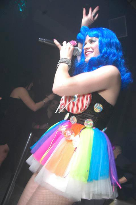 Katy Perry Pop Star Party entertainer for kids in New Jersey, professional actress/singer/dancer/rock pop lead band singer poses as Katy Perry in outrageous signature outfit and blue wig, sings Katy Perry songs, pop dance instruction, photo opp, autograph photos, Katy Perry souvenirs for child of honor, great for kid's birthday parties, communions, stage shows, festivals, and corporate events