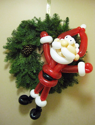 Christmas and holiday Balloon Art Sculptures for your holiday party, professional balloon sculptor creates Xmas themed balloons, Santa balloon, candy cane balloon, Xmas tree balloon, Xmads wreath balloon, snowman balloon, and more for all ages, also add comedy magic show and juggling act